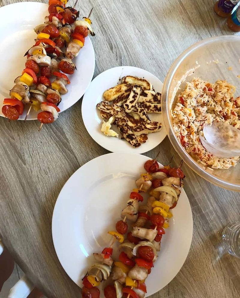 Женщина сократила еженедельные расходы на еду вдвое с помощью палочек от мороженого (лайфхак для экономии)