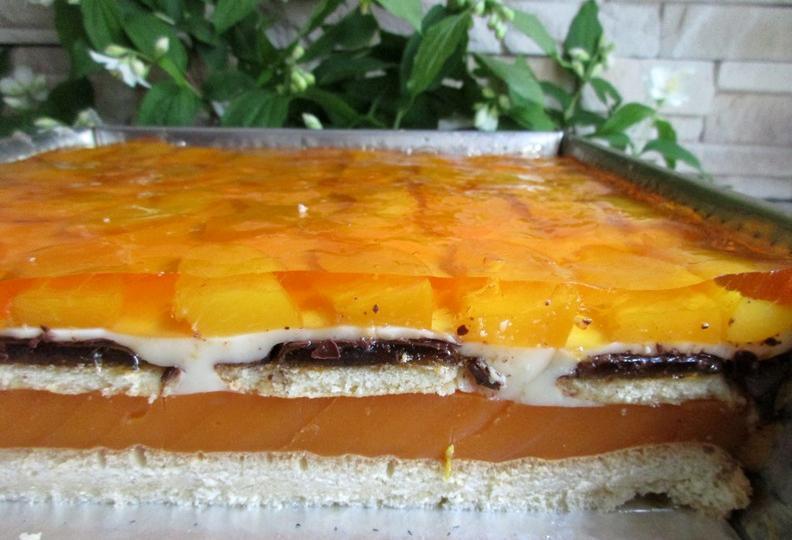 """Для гостей всегда готовлю торт """"Рыжик"""" с морковно-апельсиновым соком и персиками"""