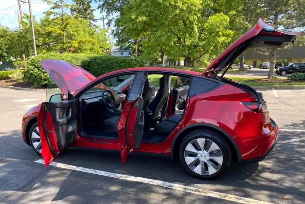 Tesla добавила более дешевую модель стандартного диапазона Model Y в свою линейку: новинка будет способна проехать 392 км на одном заряде и будет стоить на 8000 $ дешевле