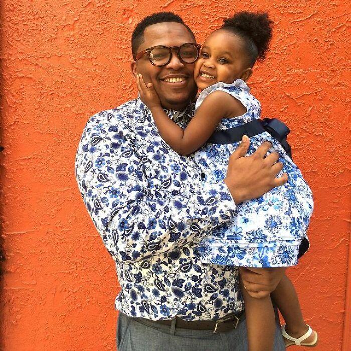 Интересный способ сблизиться с дочерью. Отец научился шить и создает шедевры