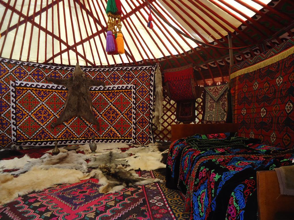 Юрты рядом с небоскребами и другие особенности жизни простых людей в Монголии