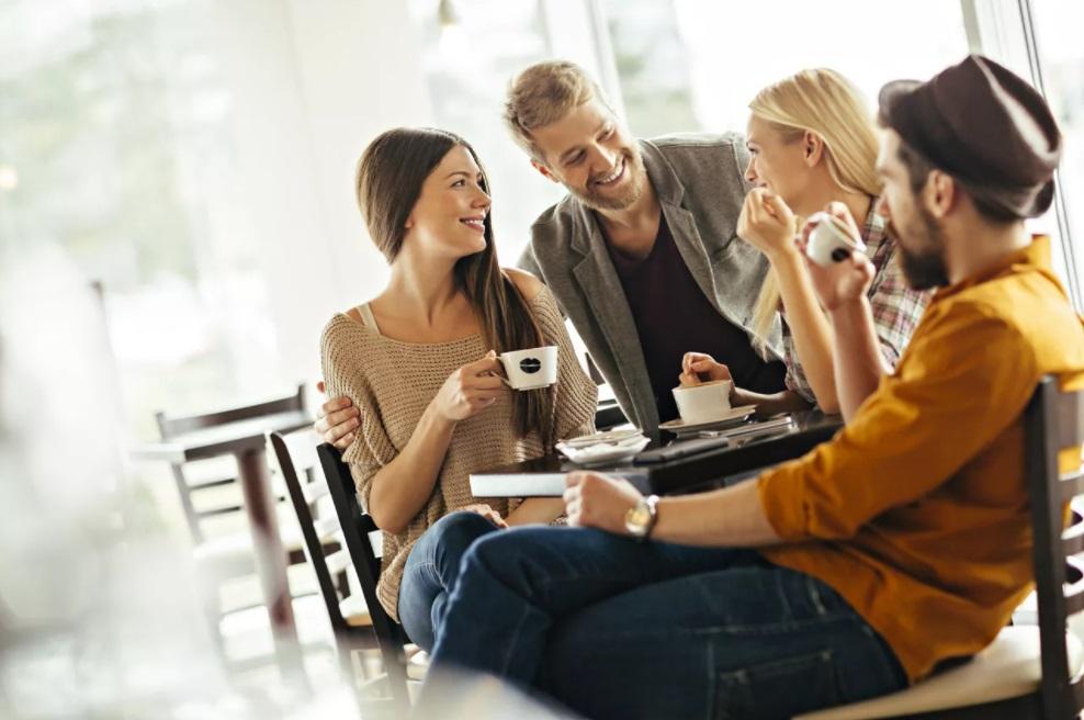 О чем не говорят в приличном обществе, кроме политики: 4 темы, на которые лучше даже не заводить разговор в малознакомой компании, чтобы показаться всем хорошим собеседником