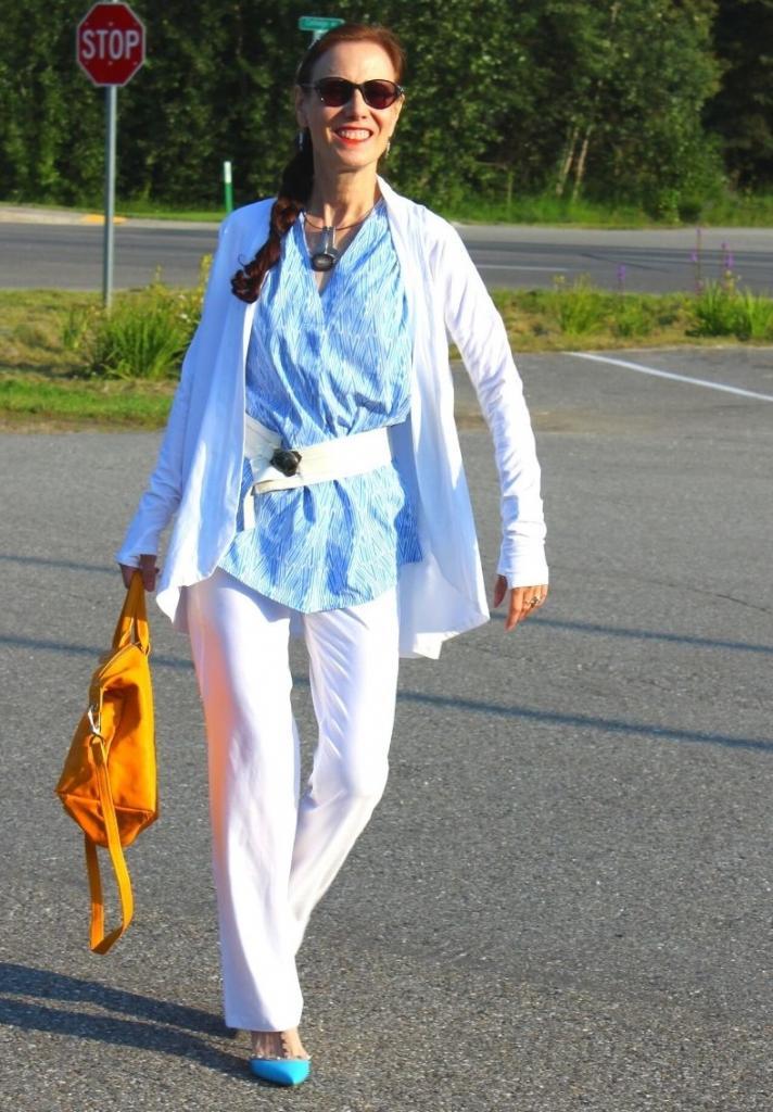 Не стоит носить костюм так, как вы это делали в своей молодости: как зрелым женщинам избежать старомодного образа