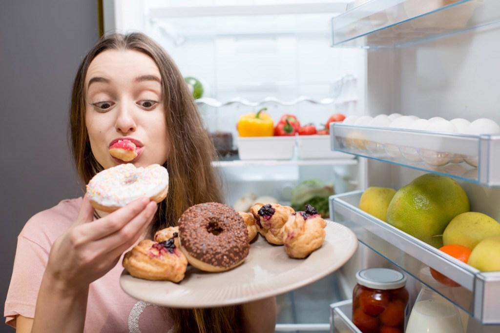 Что можно съесть, когда очень хочется сладкого, но нет желания тосковать по стройной фигуре: 7 продуктов, которые надежно подавляют тягу к сахару