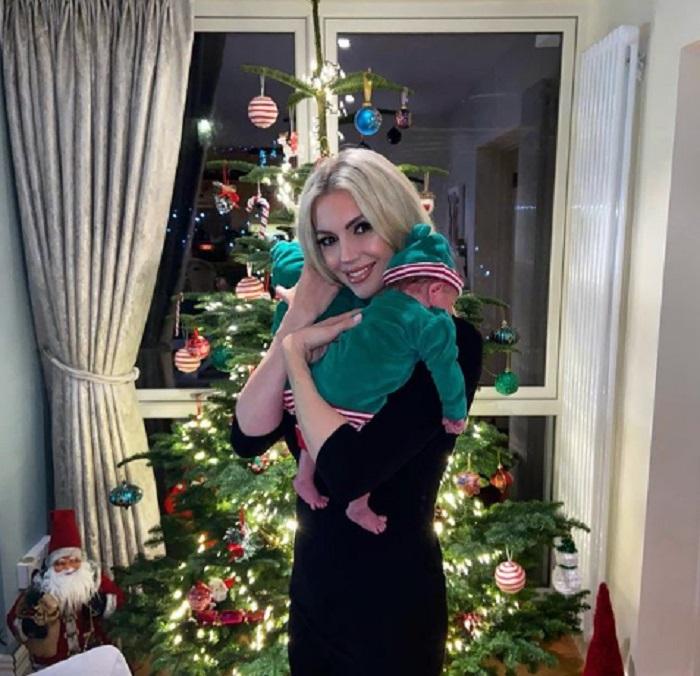 Бывшая Мисс мира Розанна Дэвисон поделилась простым трюком с лаком, позволяющим различать ее близнецов даже в темноте