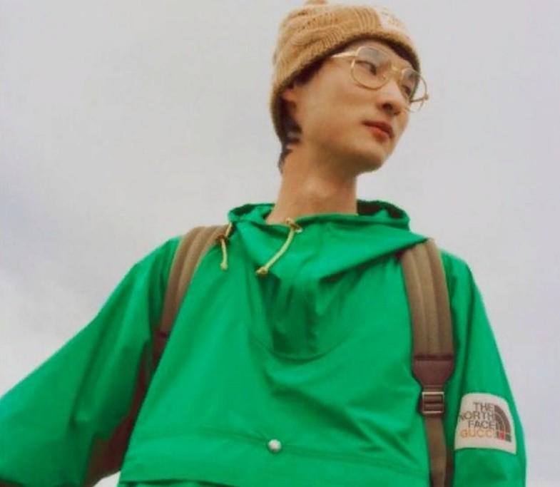 Модели, путешествующие по горам и лесам на каблуках и в пуховиках: пользователи Instagram высмеивают сотрудничество Gucci с The North Face (видео)