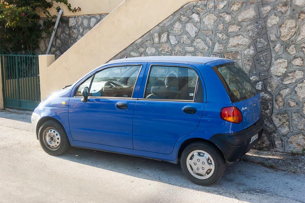Повторное использование: индийский инженер переделал старый автомобиль во многофункциональный экскаватор