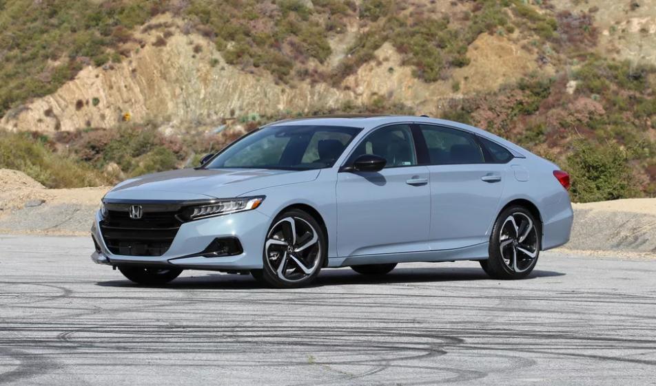 Honda Accord 2021 года: классический седан с мощным 4-цилиндровым двигателем с турбонаддувом, просторный и комфортный салон и легкость в управлении