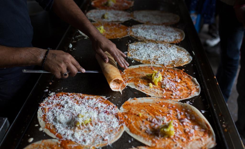 Удивительная доса: история индийской еды, которую южане ели тысячу лет на завтрак, а сегодня она превратилась в фастфуд
