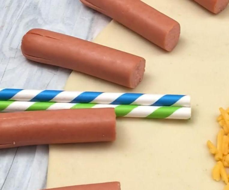 """""""Надувной"""" пирог с сыром и сосисками: оригинальное угощение для детской вечеринки"""
