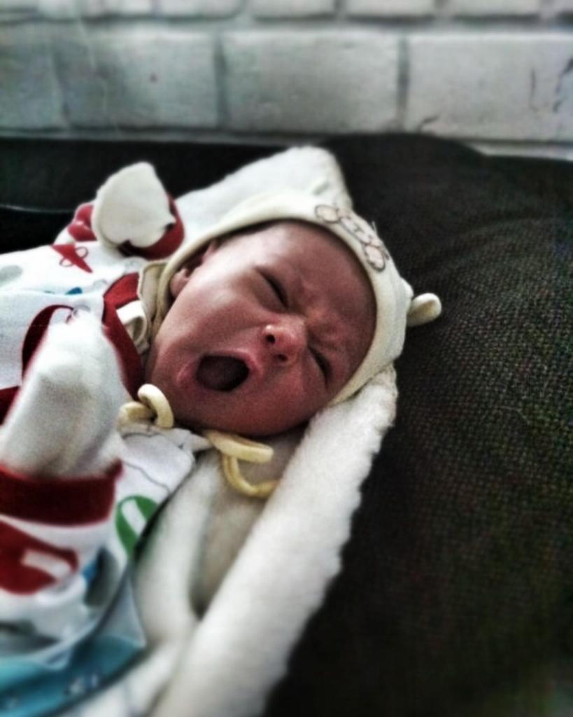 """""""Спасибо, что выбрал меня в свои отцы"""": Павел Прилучный показал фото новорожденного сына и поздравил его тем самым с днем рождения"""