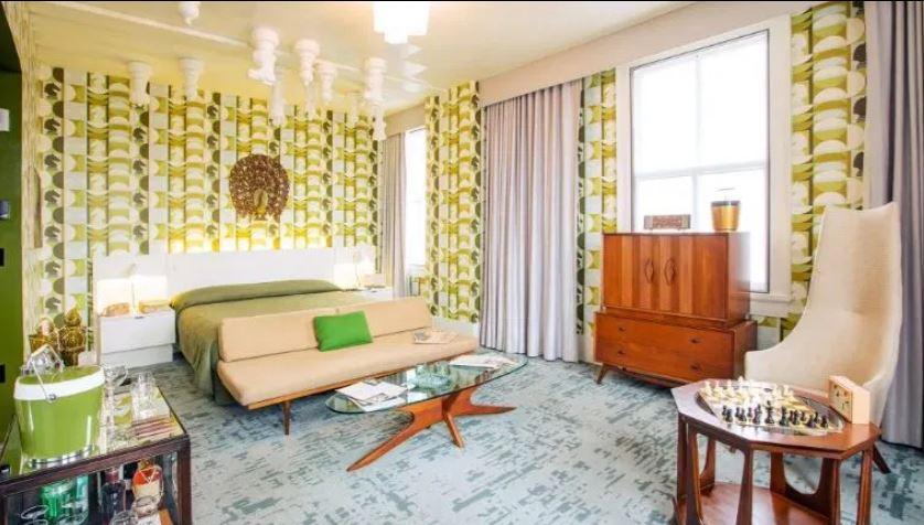 """Шахматы на потолке: в одном из отелей в Кентукки оформили номер в стиле сериала """"Ход королевы"""""""