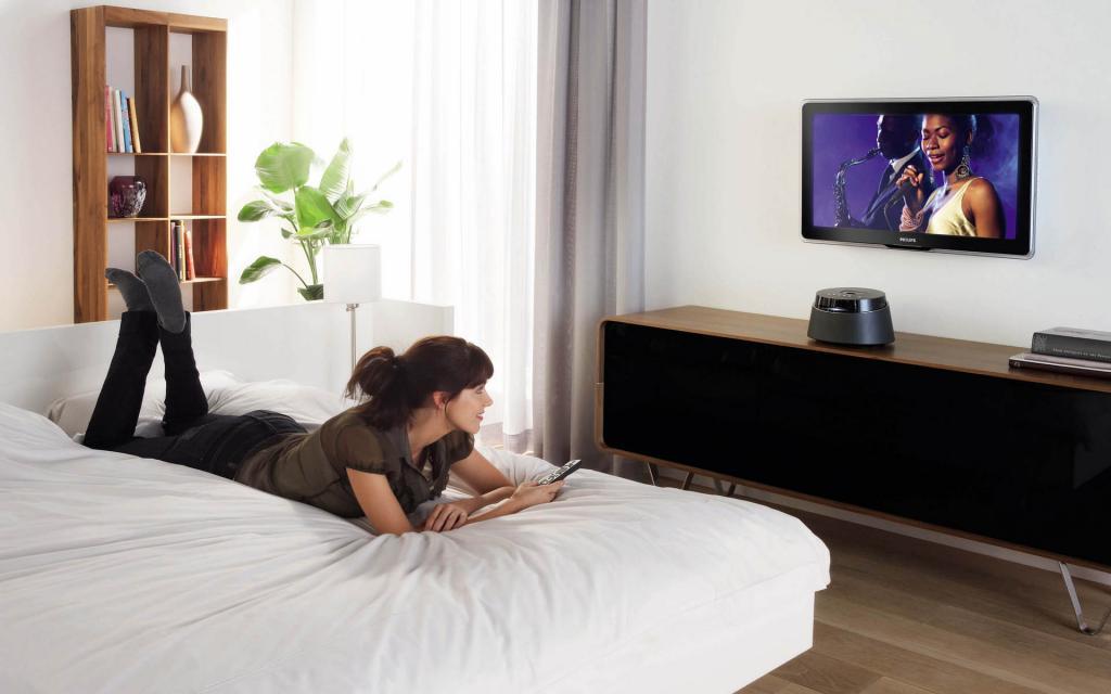 Отличная идея или ужасное решение? Стоит ли иметь телевизор в спальне