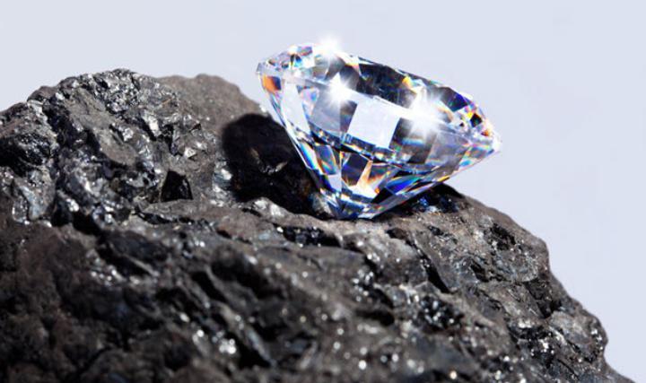 Земля напичкана алмазами, но извлечь их нет никакой возможности: ученые полагают, что на глубине 160 км находятся несметные богатства