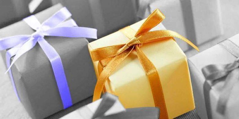 Максим дарил маме и сестре на праздники ненужные подарки. И дело не в том, что у него не было денег: так он заступился за свою жену