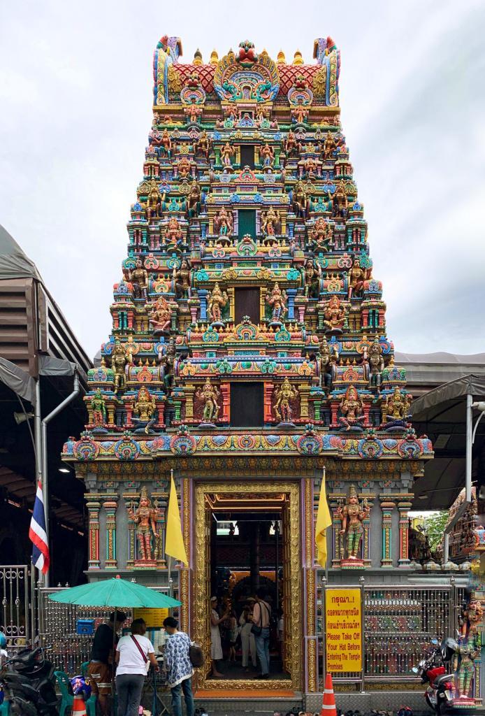 Архитекторы создали сложные мозаики, чтобы заменить картины в старейшем индуистском святилище Таиланда