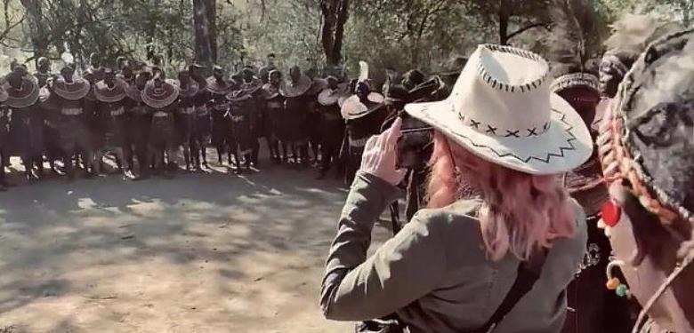 62-летняя Мадонна с 26-летним бойфрендом и 5 детьми, несмотря на строгие ограничения, посетила 4 страны за 3 недели