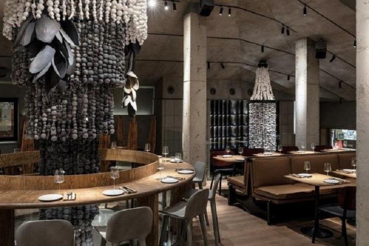 """«Друзья просят """"сделать"""" столик»: Ксения Собчак довольна популярностью своего открывшегося ресторана"""