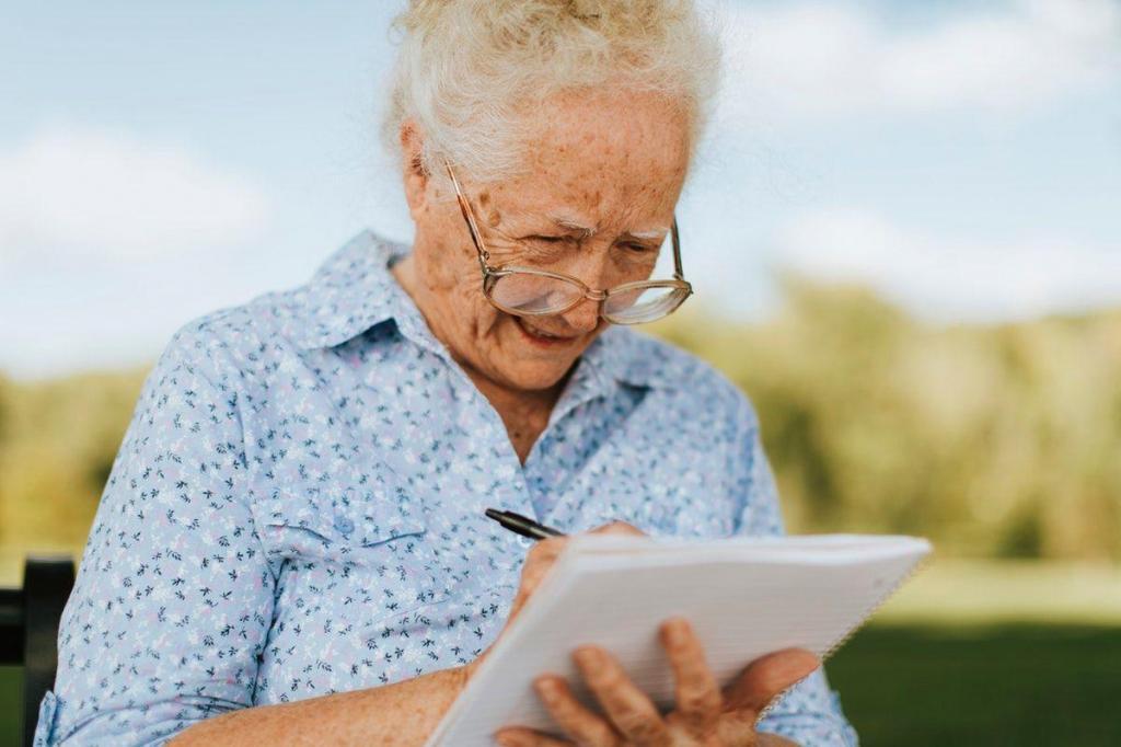 Первый общегородской онлайн-клуб: пожилых москвичей научат писать мемуары