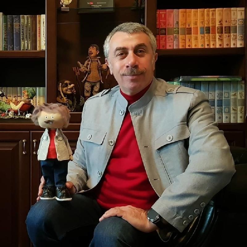 """В своем """"Инстаграме"""" доктор Комаровский рассказал, при каких болях в животе срочно нужен врач"""