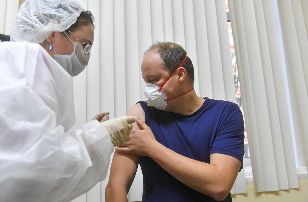 Эксперты: у жителей половины регионов России нет доступа к вакцине против COVID-19