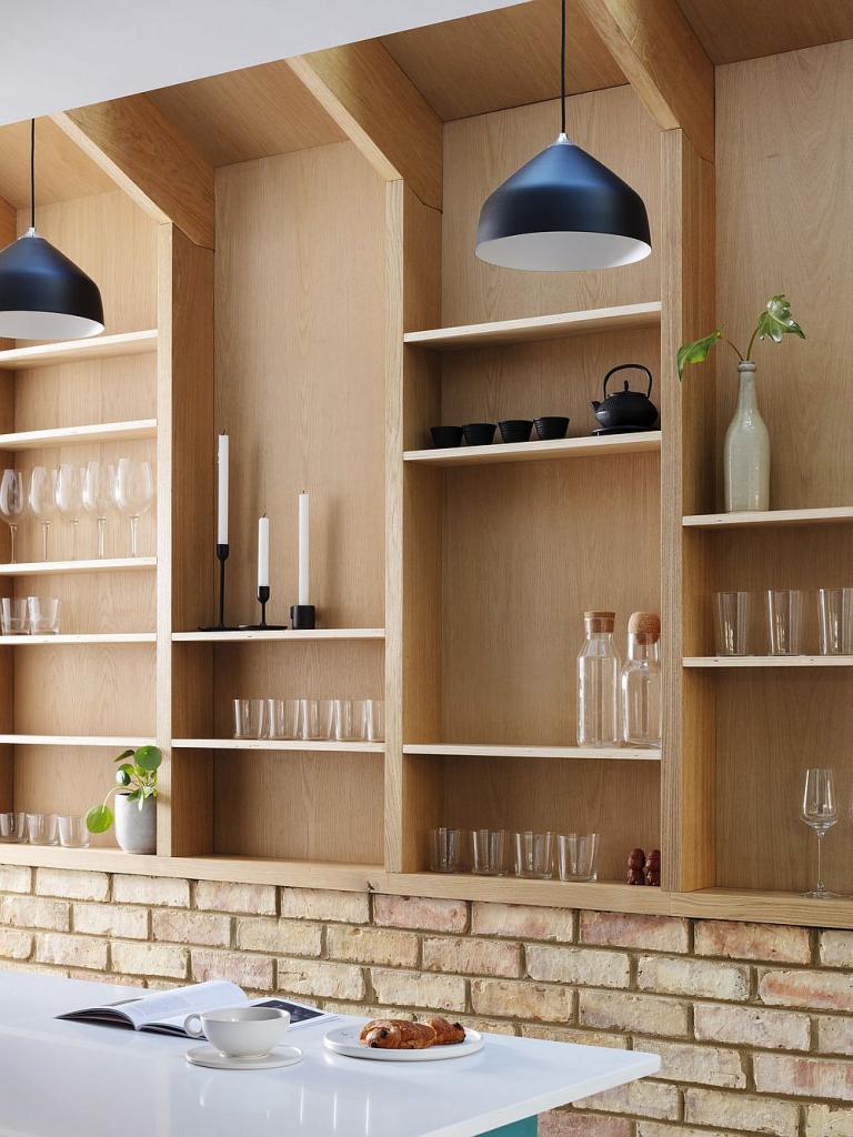 Небольшая пристройка к дому позволила улучшить организацию хранения вещей