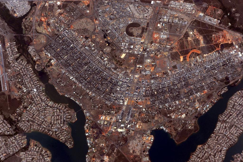Сам себе фотограф: компания Canon создала сайт, на котором можно делать снимки с реального спутника