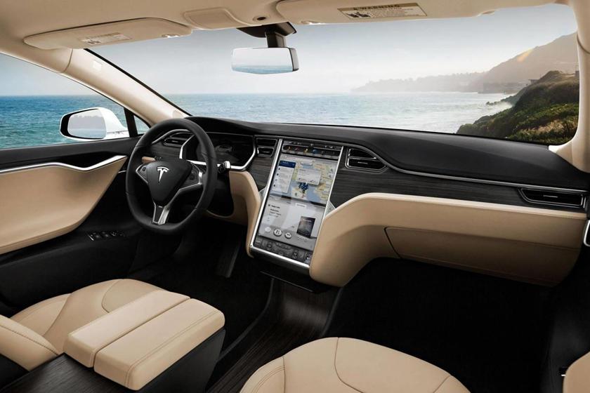 Задние двери сняты, крыша срезана: кабриолет Tesla Model S выглядит на удивление хорошо