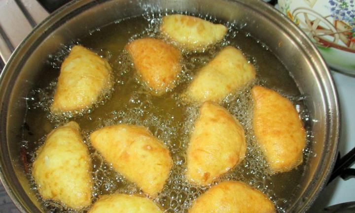 Нужно не варить, а жарить: вкусные вареники с яблочной начинкой