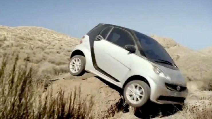 Независимо от того, есть внедорожник или нет, в некоторые места точно не стоит ехать: водители, которые решили прокатиться по бездорожью, но что-то пошло не так