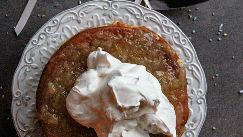 Нежный творожный торт с ананасовым джемом и сливочным кремом: десерт просто тает во рту
