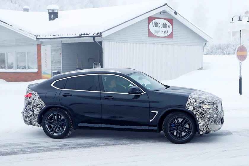 В Сети появились свежие снимки BMW X4 M Facelift с увеличенной решеткой