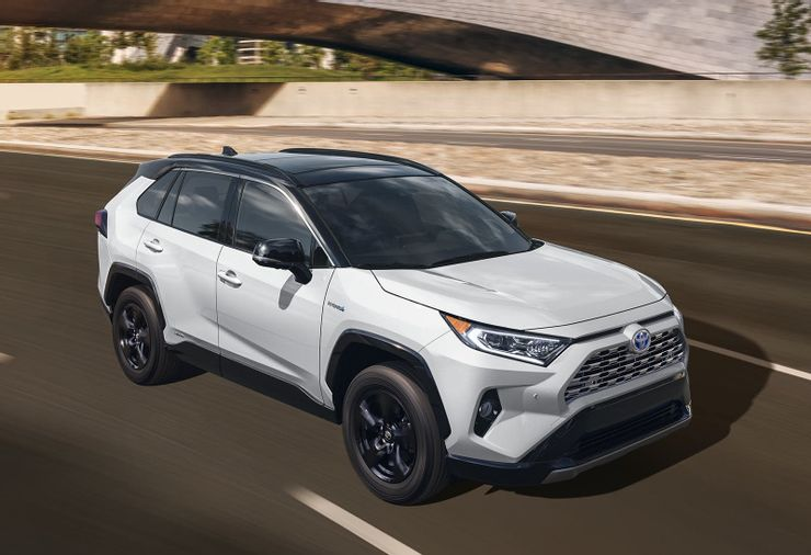 """""""Тойота Приус"""" и """"Шевроле Вольт"""": популярные электромобили, вынуждающие водителей вернуться к традиционному топливу из-за их сомнительного качества"""