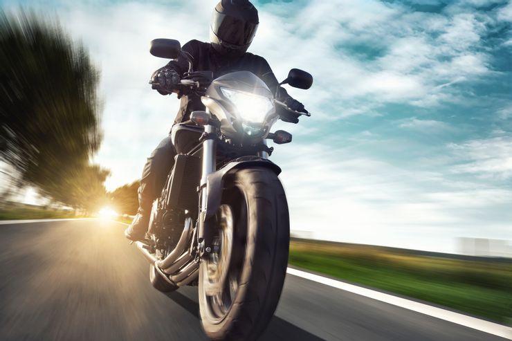 Страховка дешевле, вложений меньше, а удовольствия от поездки больше в разы: 10 главных причин купить мотоцикл вместо автомобиля