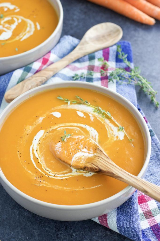 То что нужно, чтобы согреться: куриный бульон и имбирь превращаются в крем-суп