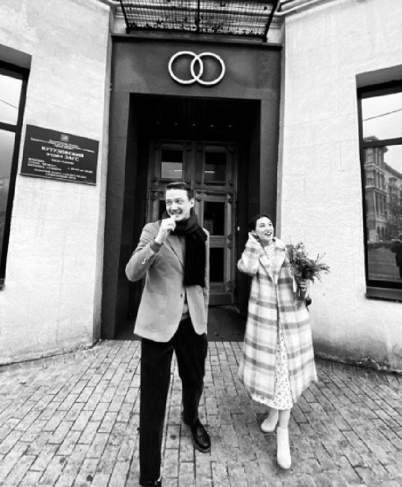 """""""У нас сегодня свадьба была быстрая"""": Сергей Гилев, казак Данила из сериала «Чики», женился"""