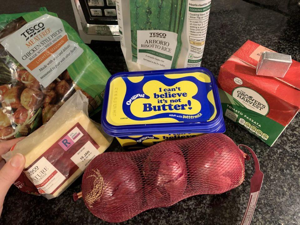 """""""Я никогда не трачу больше 1 фунта стерлингов на еду"""": студентка из Англии рассказала, чем питается за 100 рублей, и поделилась дешевыми рецептами"""