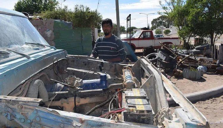 """Компания """"Форд"""" предложила отремонтировать старый фургон работяги из Аргентины"""