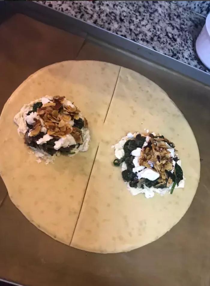 Легкий, вкусный и необычный рыбный пирог с лососем и шпинатом: особенно нравится детям