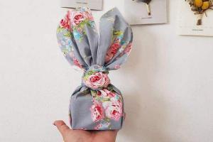 Оригинальная идея: что будет, если завернуть подарки не в бумагу, а в ткань?