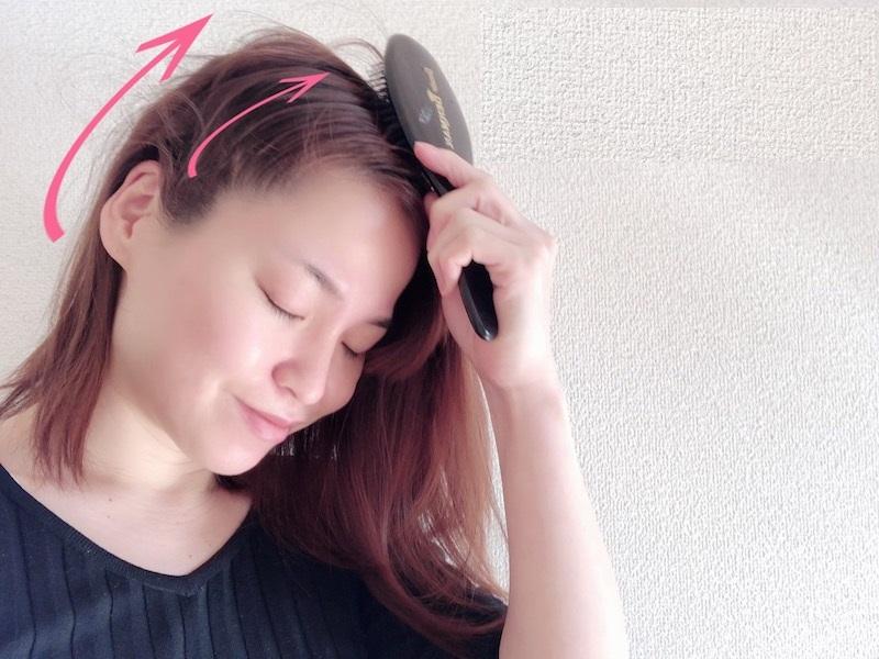 Усталость часто отражается на лице. Чтобы этого избежать, делаю простой массаж кожи головы (занимает всего 5 минут)