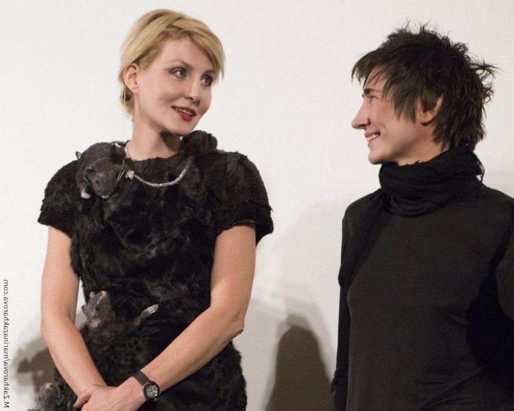 Дружба, проверенная годами: Рената Литвинова стала одной из первых, кто послушал будущий альбом Земфиры, и высказалась о новой пластинке
