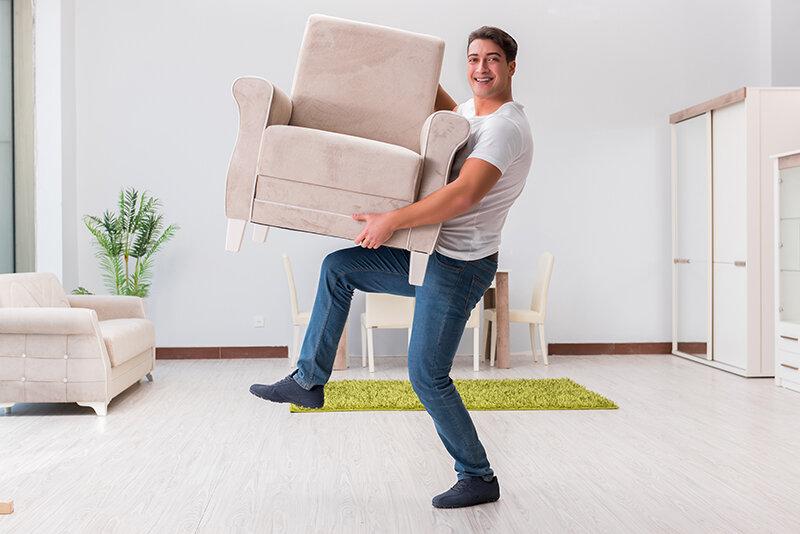 Кресло вместо отпуска: во время пандемии траты россиян в мебельных магазинах выросли на 8 %