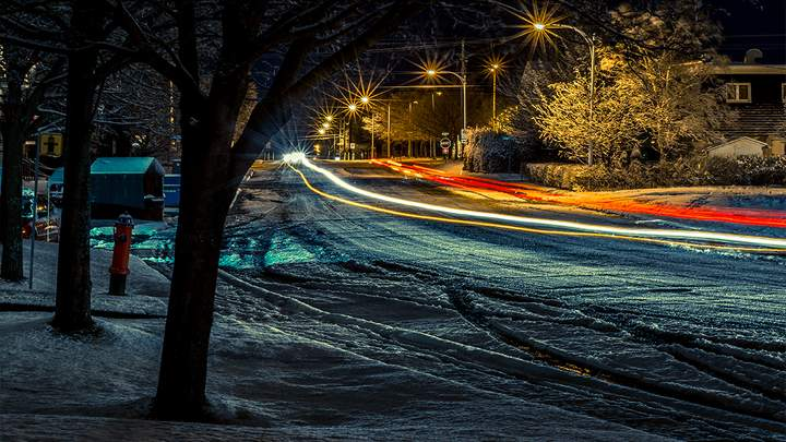 Он всегда выпадает неожиданно для работников коммунальных служб и водителей: что нельзя делать при езде по свежему снегу