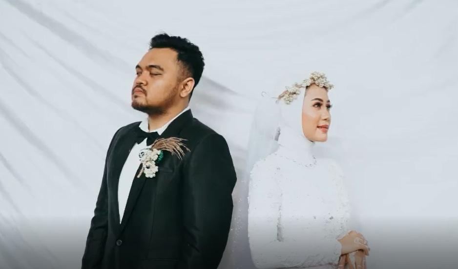 Невеста увидела бывшего на своей свадьбе. И решила попросить жениха об одолжении (видео)