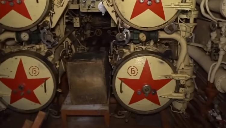 «Черная Вдова» выходит на поверхность: в Англии из советской подводной лодки опять хотят сделать музей