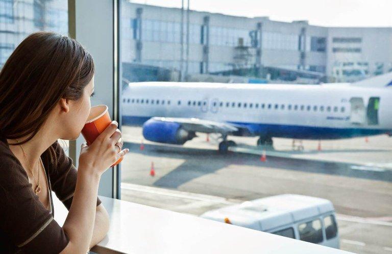 Лариса впервые увидела будущую свекровь в аэропорту. И сразу поняла, что ее брак обречен