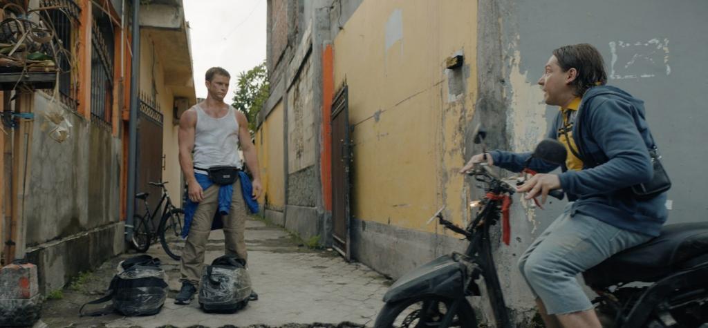"""Свидание на Бали с Романом Курцыным: в марте нас ждет вторая часть комедии """"Гуляй, Вася!"""""""