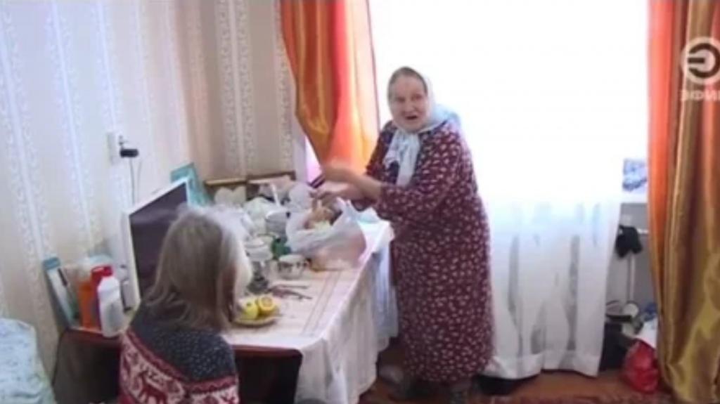 Мальчик Тимур переехал из сарая в квартиру, но его бабушка недовольна: как волонтеры оказались виноваты