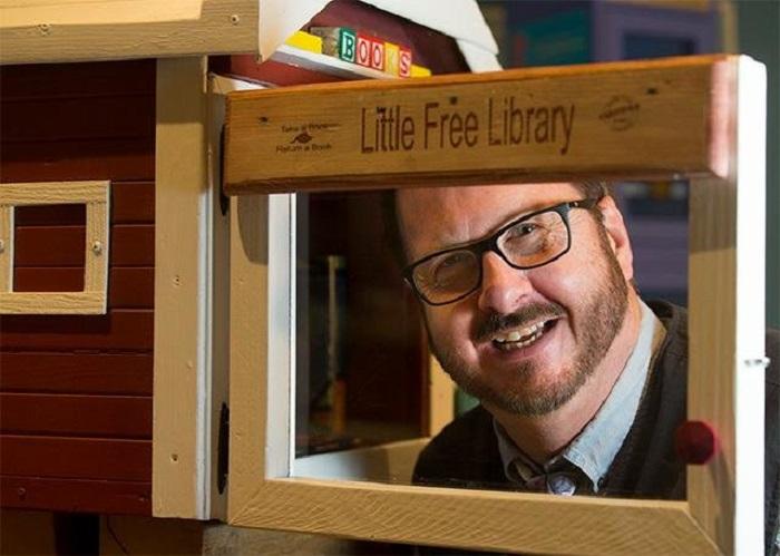 Многие замечали на улицах такие маленькие бесплатные библиотеки: идея их создания принадлежит школьному учителю